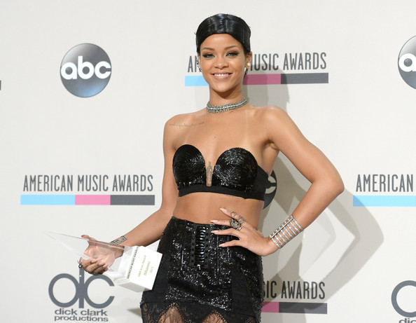 Recording artist Rihanna poses with the Icon Award in the press room during the 2013 American Music Awards at Nokia Theatre L.A. Live on November 24, 2013 in Los Angeles, California. (November 23, 2013 - Source: Jason Merritt/Getty Images North America)