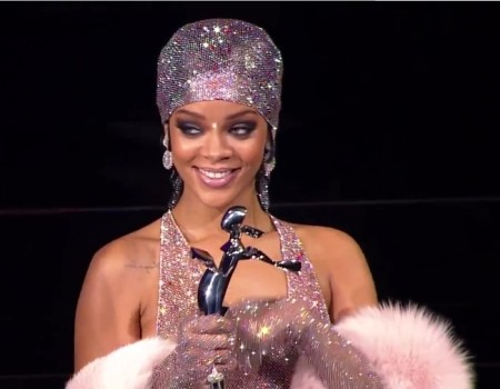 Rihanna Accepts the CFDA 2014 Style Icon Award