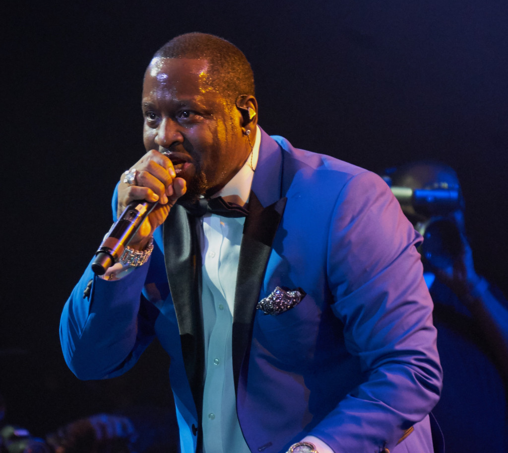 Johnny Gill serenades the audience. Photo: Zeriba Media