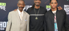 Snoop Dogg flanked by his father and son
