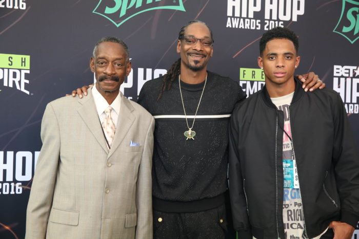 Snoop Dogg flanked by his father and son (PHOTO:  Robin Lori)