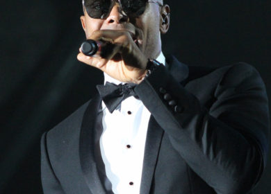 Maxwell gives a surprise performance at Many Rivers to Cross Festival